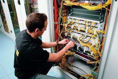 Auch gewerbliche Kunden werden von Elektro Janssen betreut. Zu sehen ist ein Schaltschrank